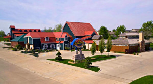 Most People Don't Know These Small Towns In Iowa Have AMAZING Restaurants