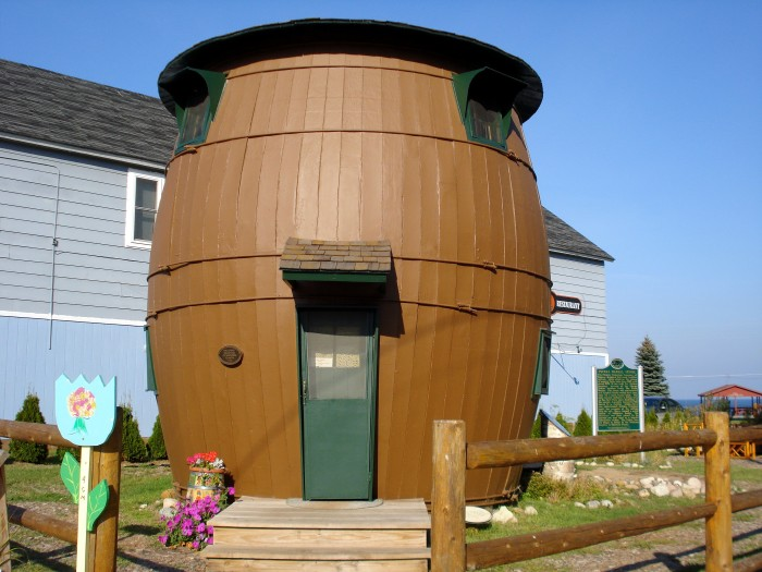 The house caused quite a commotion by onlookers who had never seen anything quite like the quirky structure.