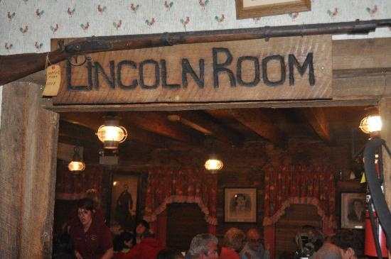 Log Inn Lincoln Room