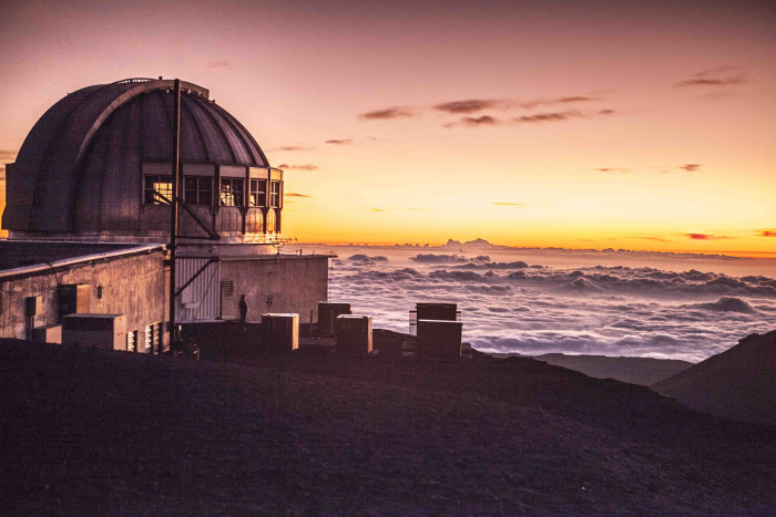 6) Due to the high altitude, dry environment and stable airflow, the summit of Mauna Kea is one of the world's best sites for astronomical observation.