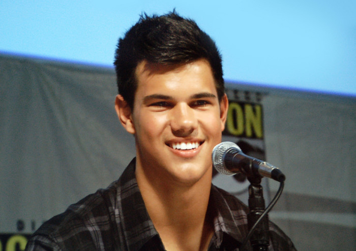 But still, if we were to see heartthrob Taylor Lautner walking around, we can't say we'd mind.