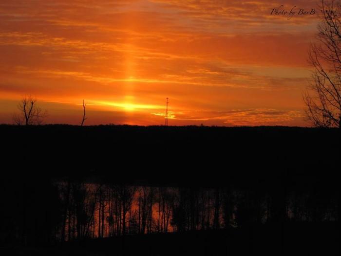 2.This Sun Pilar in Eddyville  makes the sky seem ablaze.