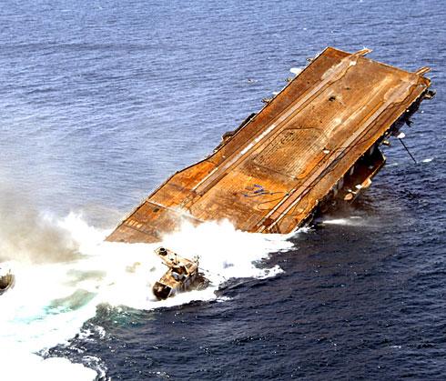 USS_Oriskany_sinking