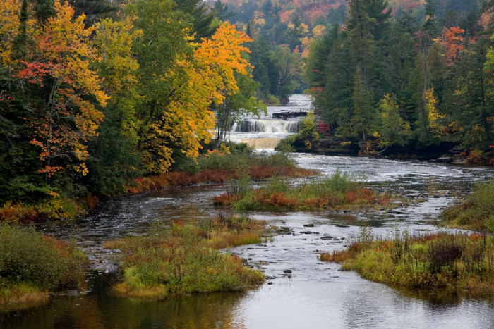 10. If you're up to it, there's a 4-mile hiking trail along the river that leads to the Lower Falls.