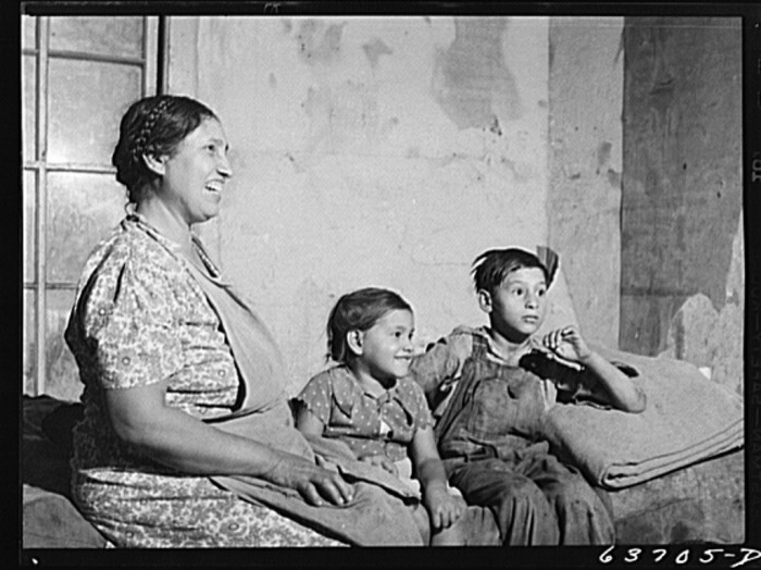 2) Wife and children of Mexican sugar beet worker, Saginaw Farms, August 1941