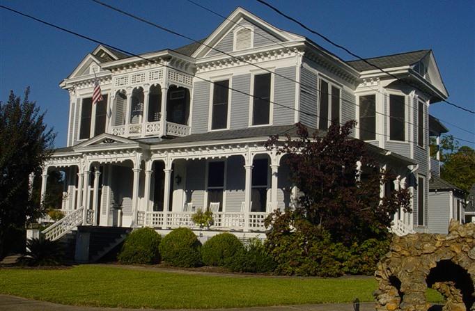 1. Americus Garden Inn - 504 Rees Park , Americus, GA 31709-4078