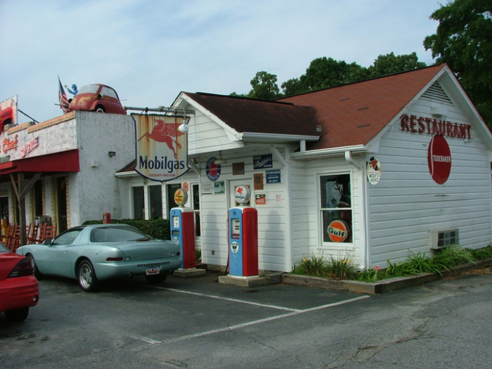 12 retro places in south carolina to take you back in time for 50 s diner exterior
