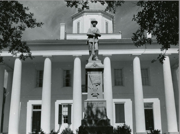 6. This Clinton Parish courthouse with a statue memorializing confederate soldiers.