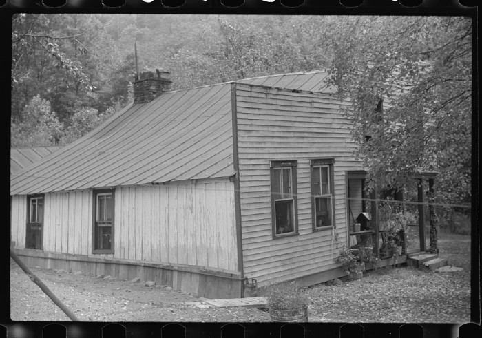 16. This was a farmhouse with a false front resembling a store, on the highway between Morgantown and Elkins, 1938.