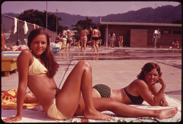 6. Women sunbathe at the Glasgow swimming pool in 1973.