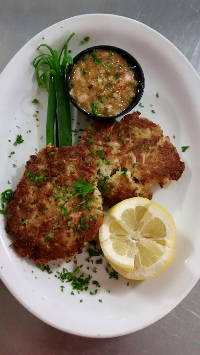 michaels-rock-hill-grille-crabcakes