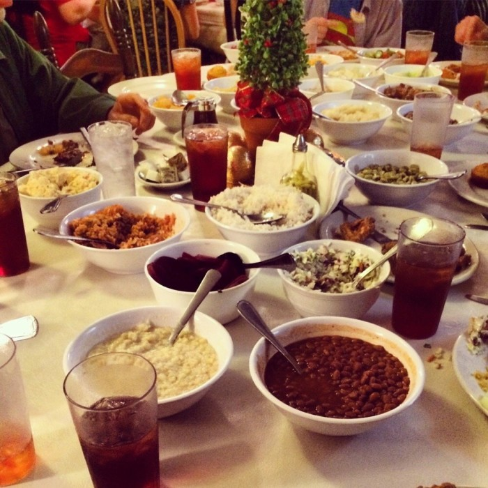 11 restaurants you have to visit in georgia before you die for Mrs wilkes dining room