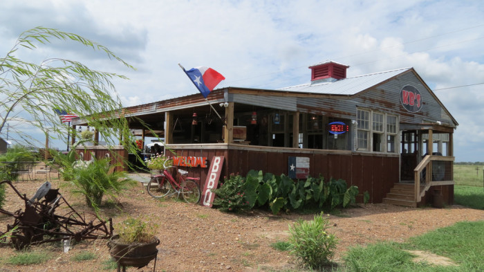 2. Texas has mouthwatering barbecue.