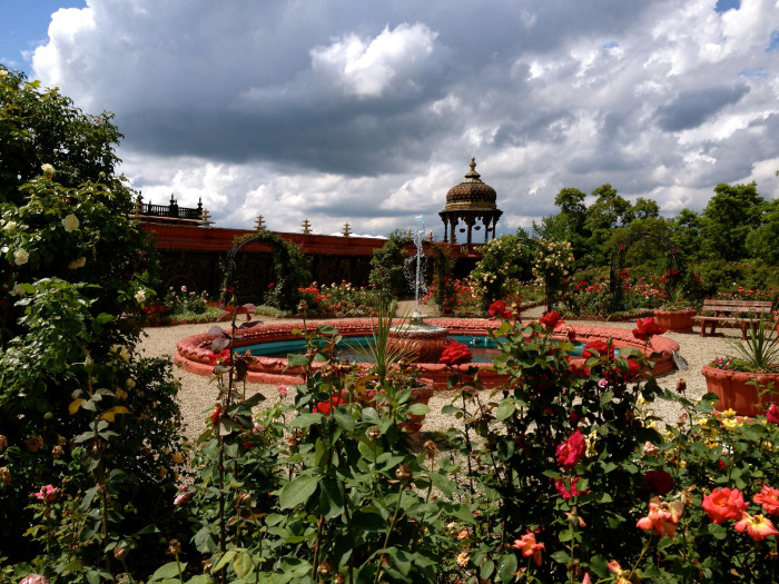 The palace has a rose garden that's been called one of the 100 top award-winning rose gardens in the country. The garden has three blooms throughout the summer.