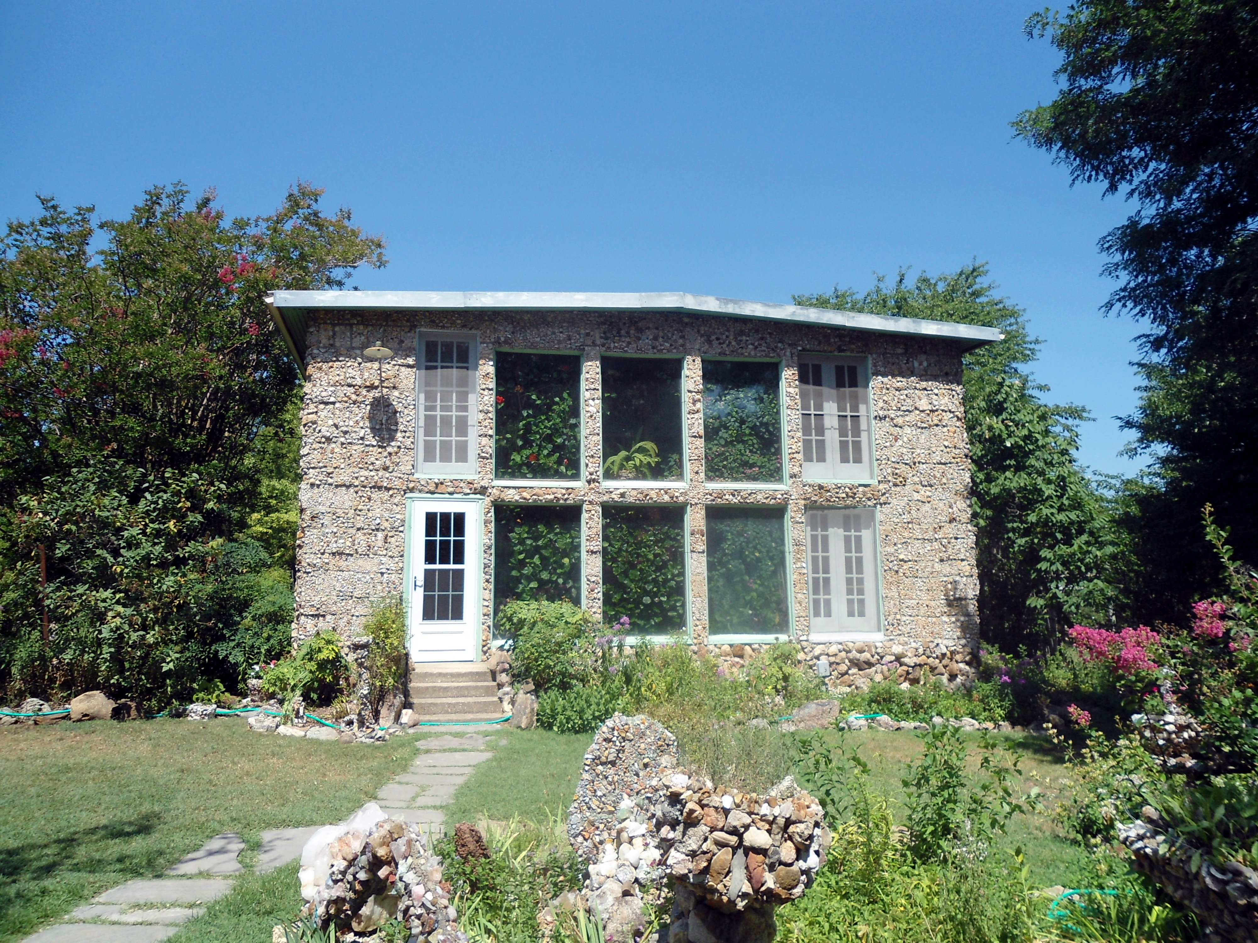 There 39 s no house in the world like this one in arkansas for Eureka house