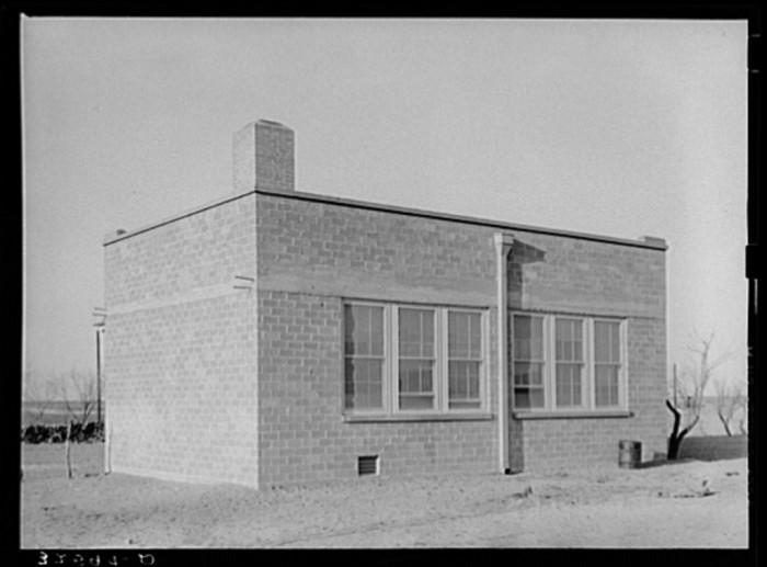 Schools were much, much smaller. (El Indio, 1939)