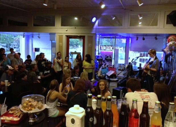 5. Single Smile Cafe - Summerville, SC 100 S Main St, Summerville, SC 29483
