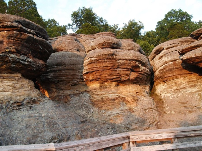 6. The rocks have an orange sort of tint to them.