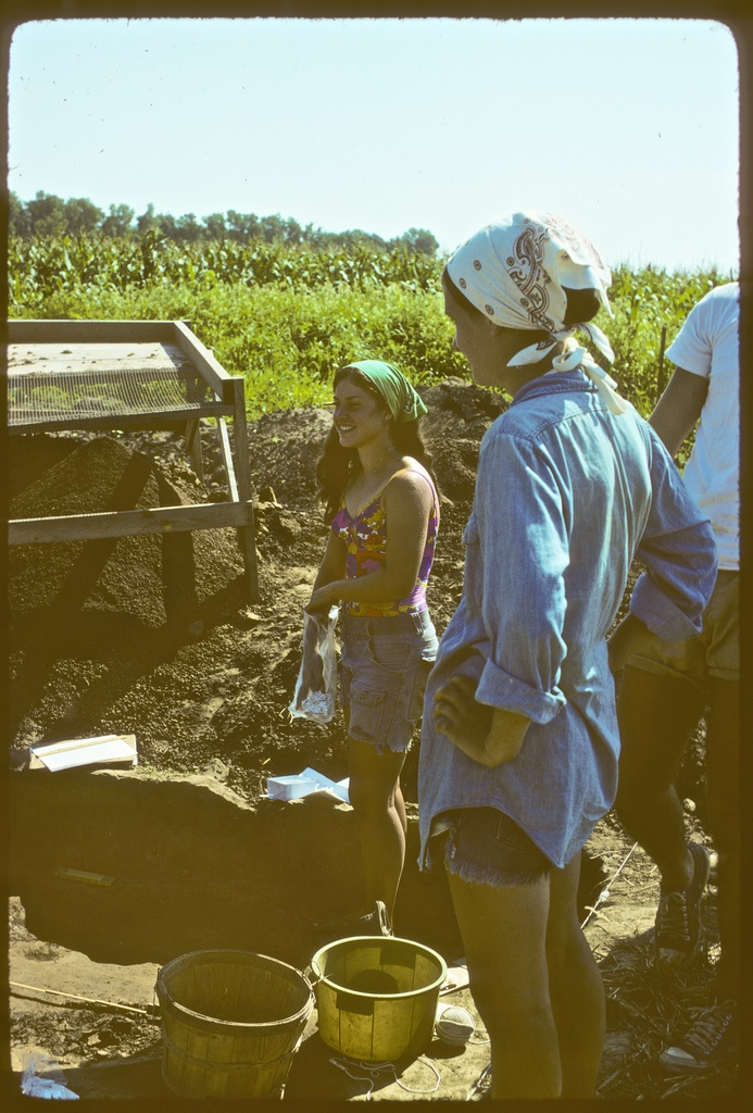 9. Students work in the Illinois River Valley in 1975.
