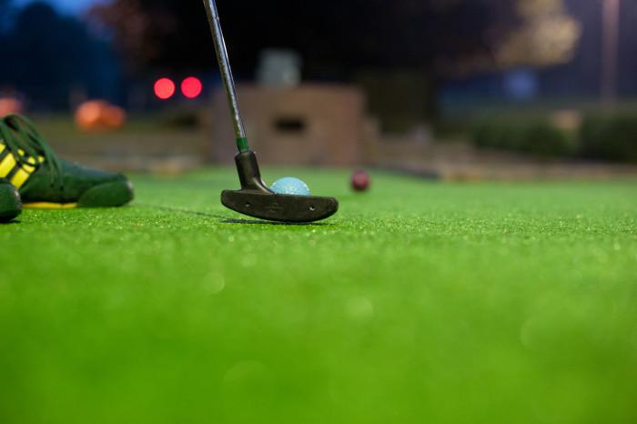 Enjoy unique games of mini golf!