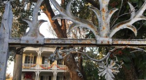 The Story Behind This One Haunted Mississippi House Will Give You Nightmares