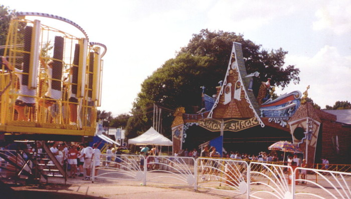 1024px-Joyland_Wichita_Whacky_Shack_1997
