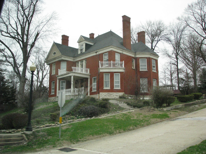 11.Country Manor, rural Missouri