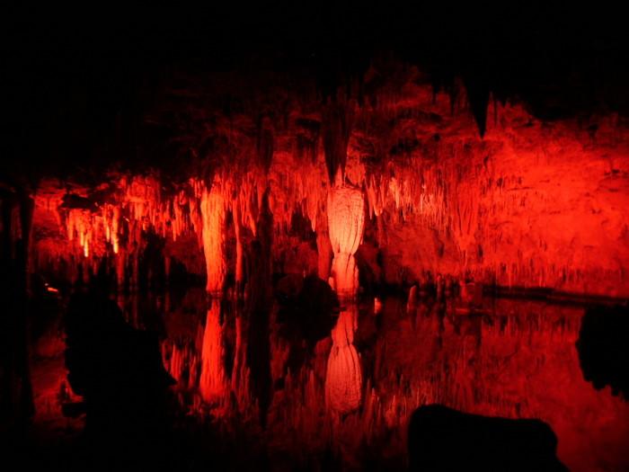 9.Meramec Caverns