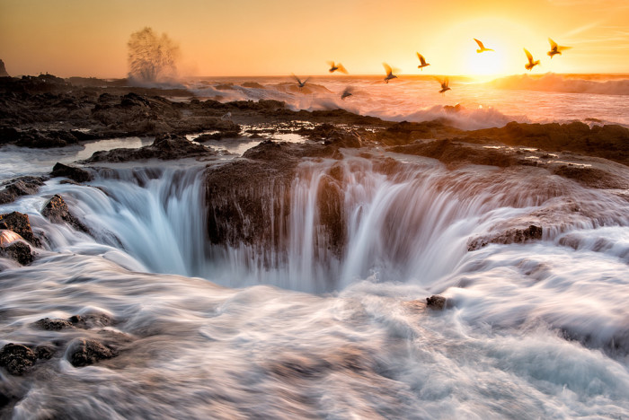 4. Oregon is full of natural wonders, like the mind-blowing Thor's Well at Cape Perpetua.