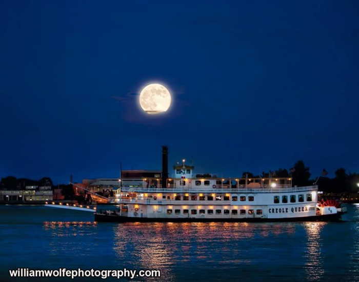 4. This captured moment of the Creole Queen would be perfect for a romantic flick.