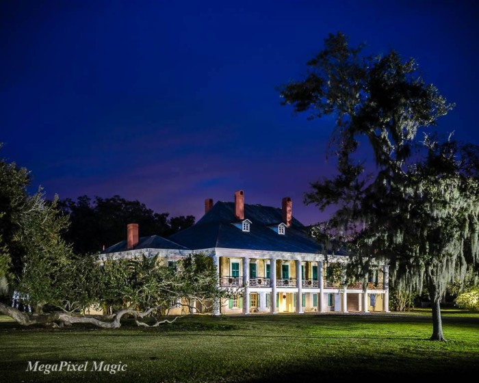 11. A plantation house like this would be perfect for a Civil War movie.