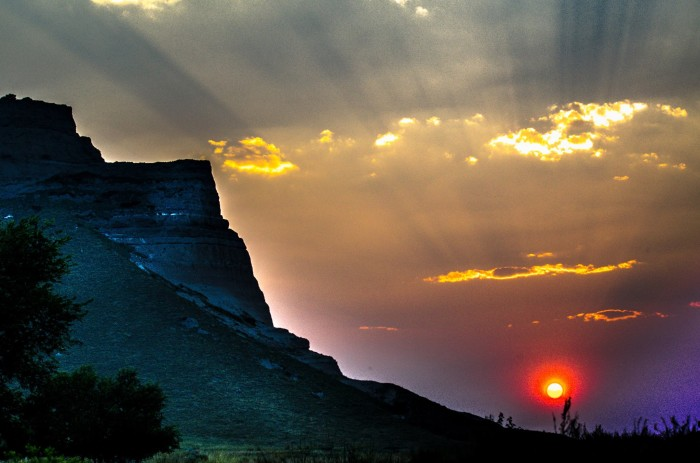 3. Words fail. There's just no way to describe this beautiful shot of the Scotts Bluff monument.