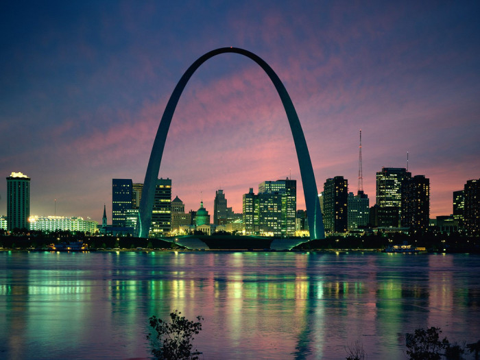 13.An iconic shot of St. Louis' Gateway Arch.