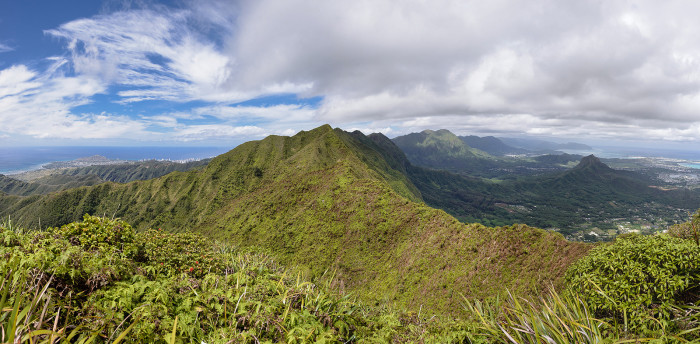 14. Oahu's Ko'olau Mountains provide the island with stunning scenery from all angles.
