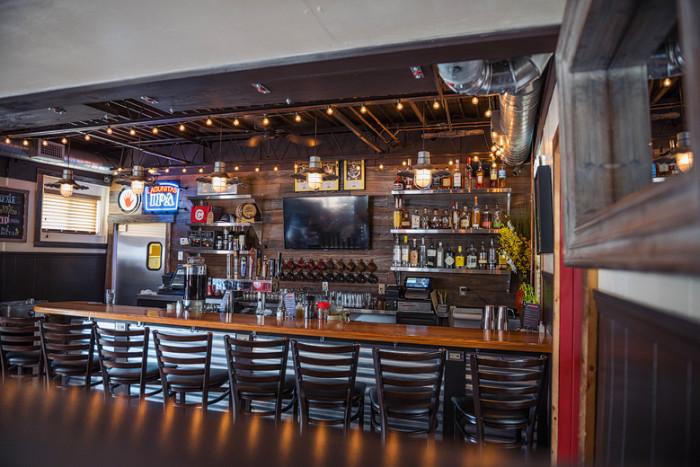 8. Chomp Kitchen and Drinks, Warren