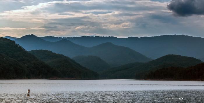5. A stunning scene of Lake Moomaw