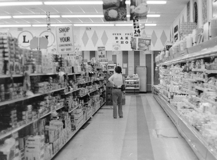 3. Unrecognizable from its modern day look, here you can see the inside of a Price Chopper in 1973.