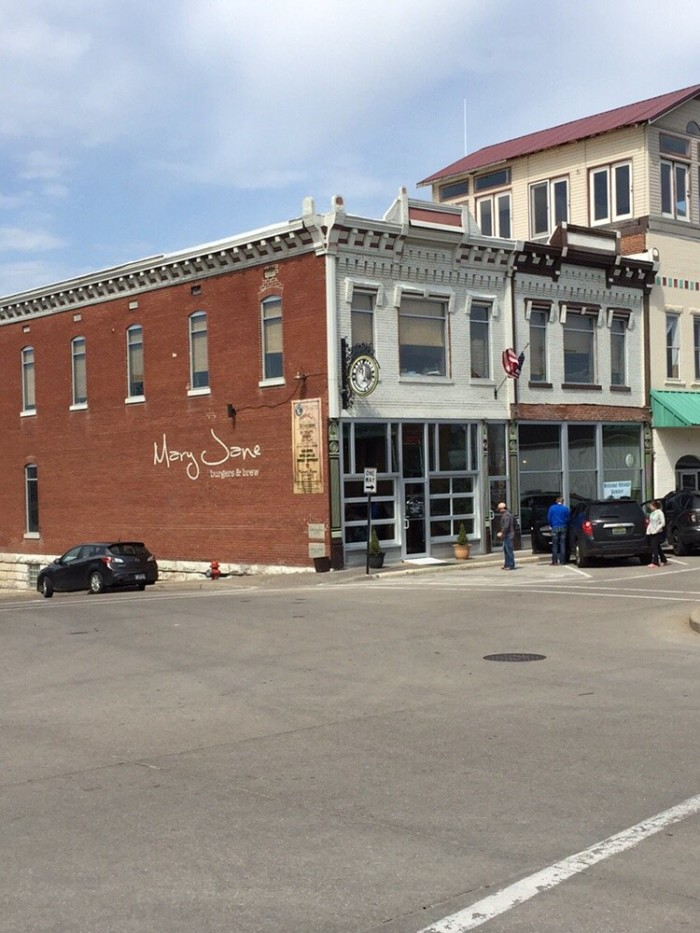 2.Mary Jane's Burger & Brew, Perryville