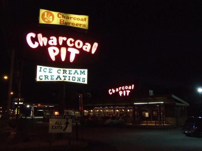 Charcoal Pit, Delaware, burger