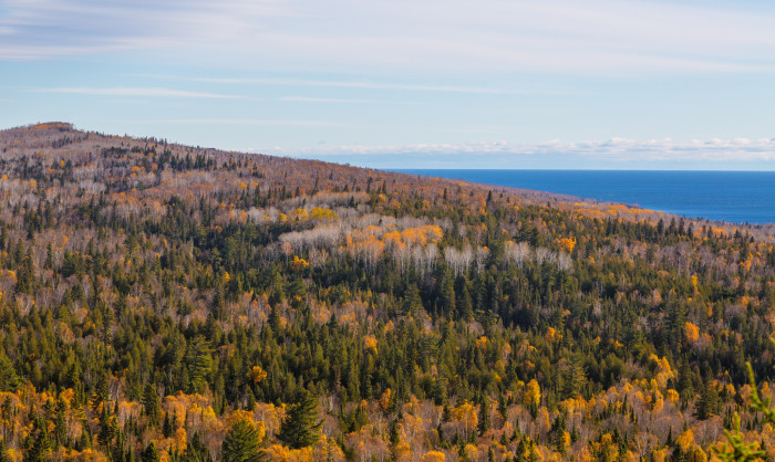 The peak stands at 1,850 feet, and there are almost 20 higher peaks in Minnesota, even in the surrounding area. Still, this view is just one of the reasons that the mountain is so amazing.