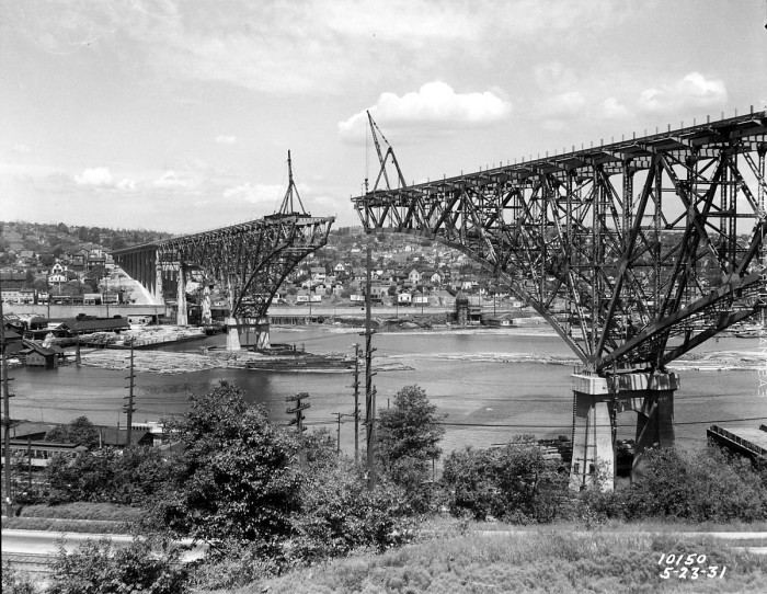2. The Aurora Bridge under constuction in 1931.
