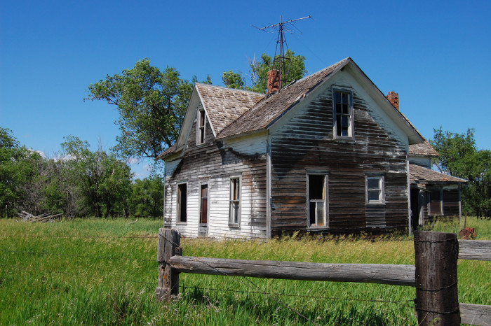 Abandoned house on the prairie. - creepy houses in south dakota