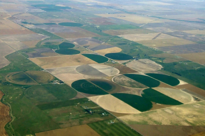 4. Only from the sky can you see how perfectly precise these crop circles in Iowa are.