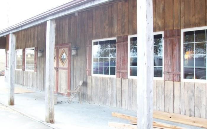 4.Thirsty Hog Saloon, Fulton
