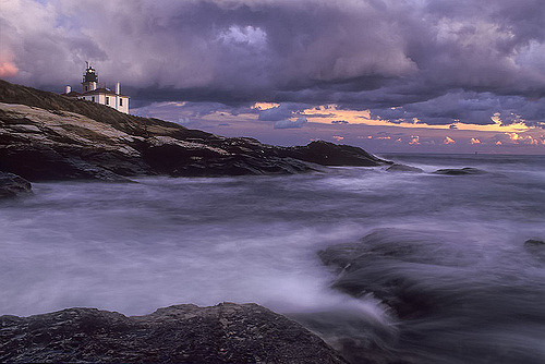 9. This powerful photo of Beavertail State Park is unlike anything else.