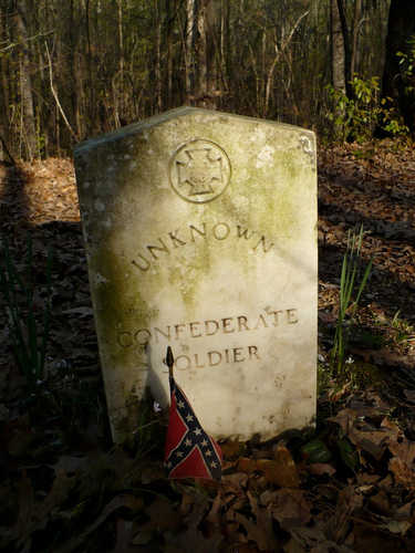 5. Located along the Natchez Trace are several graves, which serve as the final resting place for 13 unidentified Confederate soldiers.