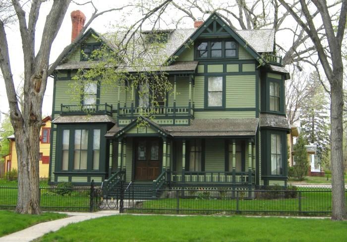 7. Former Governor's Mansion - Bismarck
