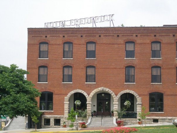 6.Hotel Frederick, Boonville