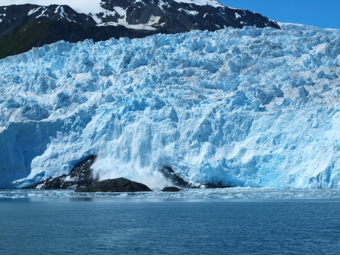 8) Alaska has an estimated 100,000 glaciers, over 5% of the state is covered by them.
