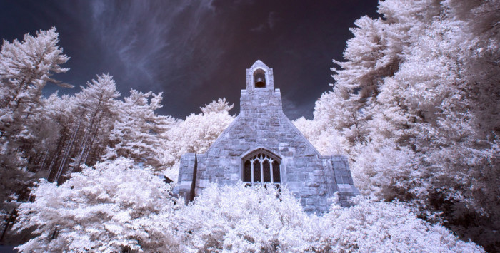 7.An infrared shot makes the snow even more striking.